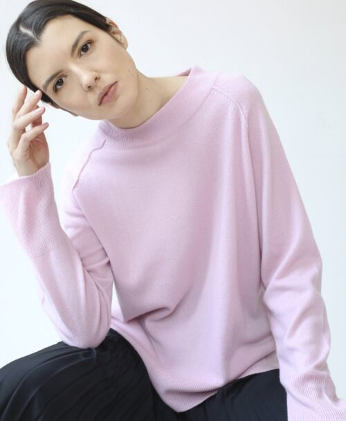 Light pink cashmere crew neck sweater