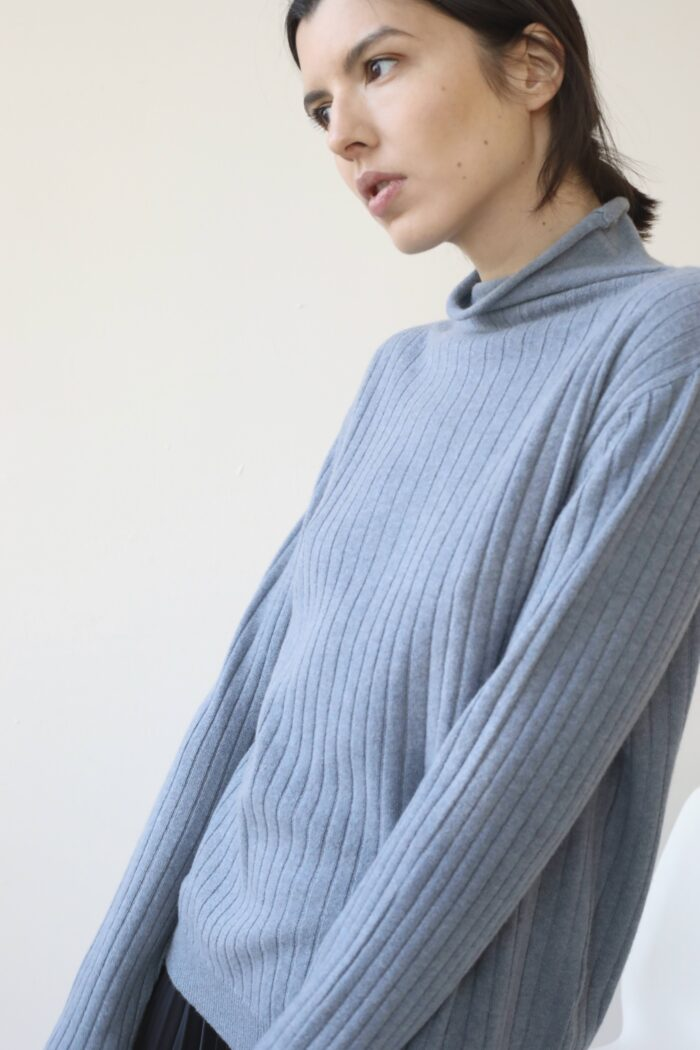 Roll neck ribbed cashmere sweater