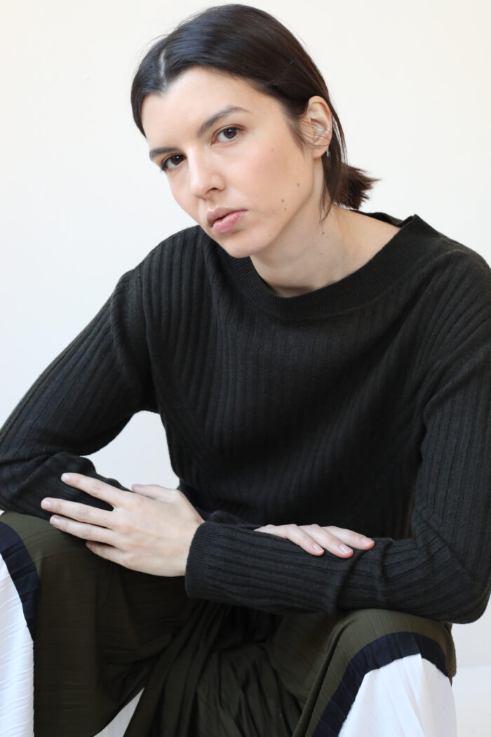Ribbed brown cashmere sweater