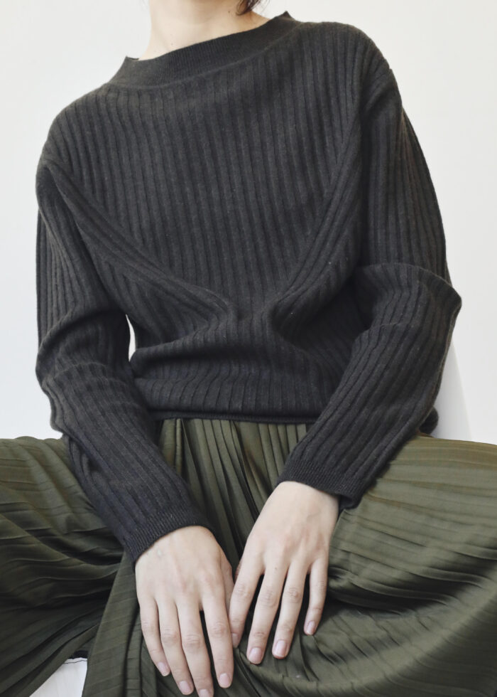 Ribbed wide neck cashmere sweater